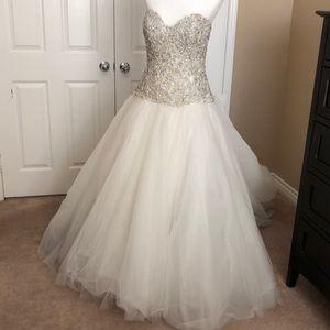Allure Bridals C244 Used Wedding Gown